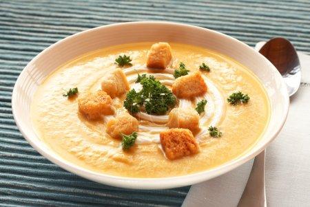 碗新鲜白胡桃汤